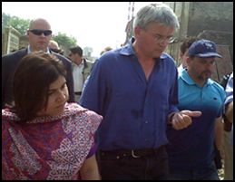 Baroness Warsi and Andrew Mitchell in Pakistan following the floods